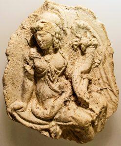 En Egipto se encontró un medallón del siglo 2 a. C. del cual se hizo esta impresión en yeso, representando a Isis-Tyche. Foto cortesía del Museo Metropolitano de Nueva York.