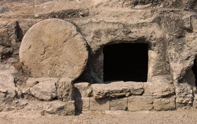 Jesucristo fue sepultado y luego resucitó al tercer día.